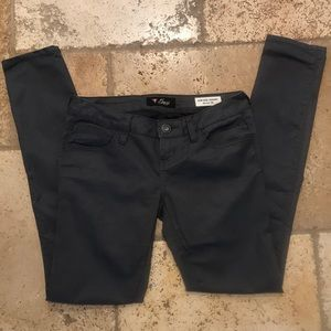 GUESS Low Rise Maxine Jegging | Size 26